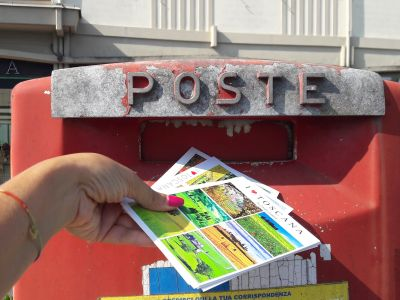 How to send postcards from Italy