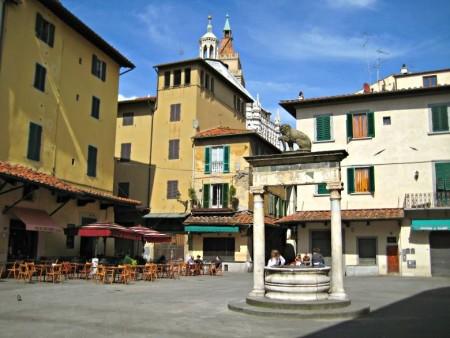 Piazza-della-Sala-Pozzo_del_Leoncino_Pistoia-compressor
