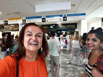 Davanti agli arrivi aeroporto Pisa