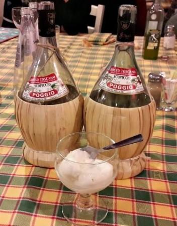 vino della casa da Benito a Orentano