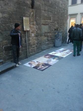 Petits tableaux étendue sur les trottoirs à Florence