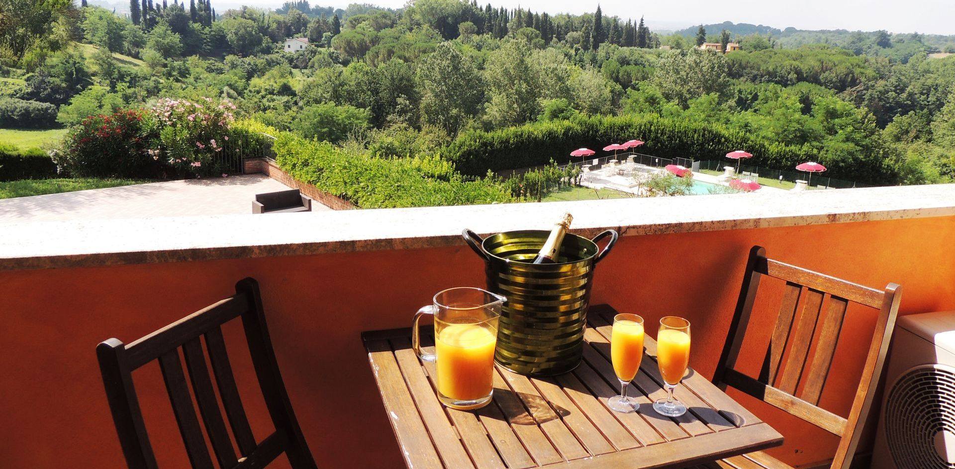 A holiday overlooking the iconic Tuscan landscape<br>-with all the comforts-